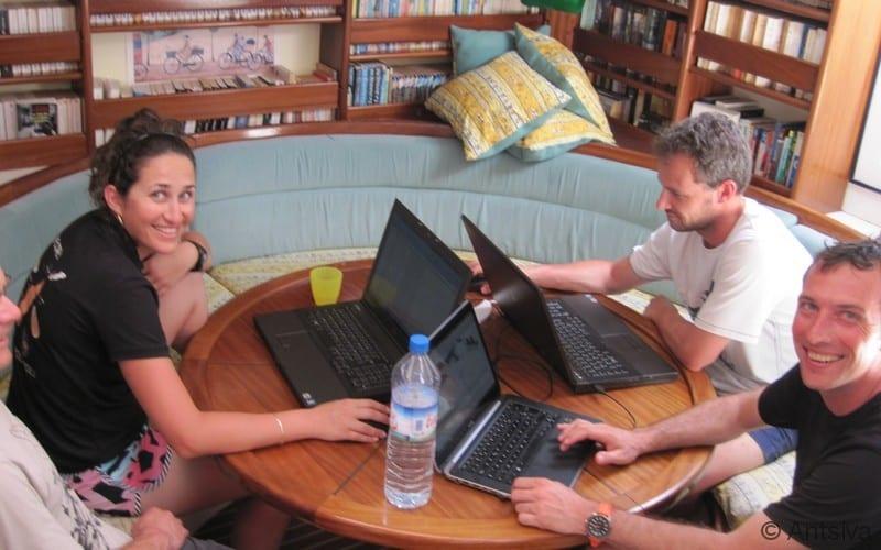 Espace de travail du voilier scientifique Antsiva à Madagascar